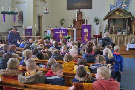 Druk bezochte kerstvieringen door de scholen